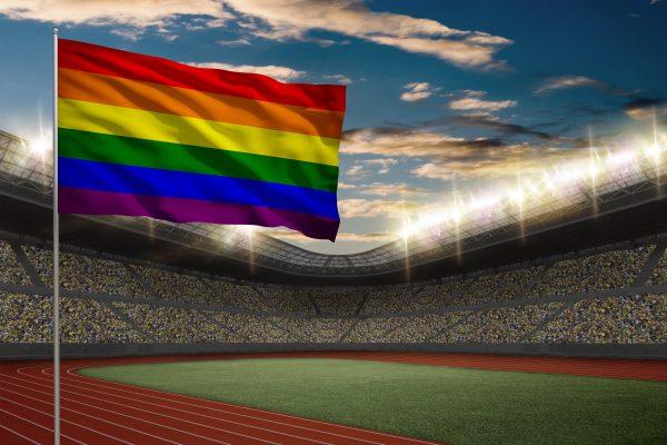 Drapeau gay : symbolisme d'une lutte au-delà du drapeau arc-en-ciel